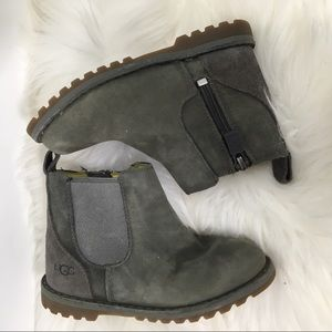 Kids uggs boot size 8